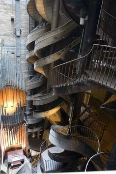 City Museum (St Louis) Seven story slide - the coolest ever. I've never wanted to go to St Louis so much. Missouri, Amazing Architecture, Art And Architecture, Oh The Places You'll Go, Places To Travel, St Louis City Museum, Stairway To Heaven, Grand Stairway, Stairways