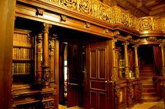 Arguably Romania's most beautiful castle, Castelul Peleş (Peleş Castle) was built in 1875 in Sinaia, Romania.