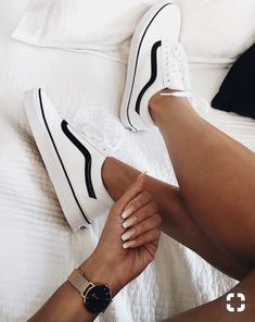 white sneakers perfect for any time of the year. Visit Daily Dress Me at dailydre . - kleidung - Shoes World Vans Sneakers, Moda Sneakers, Girls Sneakers, Sneakers Fashion, Fashion Shoes, Vans Shoes Outfit, White Vans Outfit, Casual Shoes, Sneakers Workout