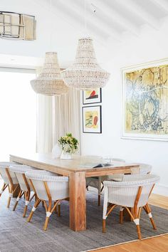 Take a tour of Deborah Hutton's newly renovated Hamptons style home in Sydney's eastern suburbs Les Hamptons, Hamptons Style Homes, Hamptons House, Dining Chairs, Dining Table, Dining Room, New Home Designs, Light Fittings, Inspired Homes