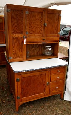 Small Sellers Cabinet