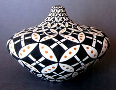 Google Image Result for http://www.nativepots.com/images/ajlzpottery/ajlz_0706_18.jpg
