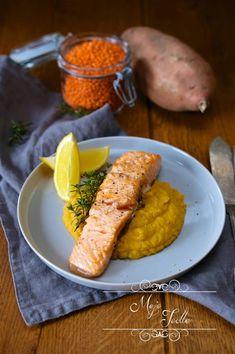 Ryba so zemiakmi, či zemiakovou kašou je klasika, ktorú si pamätám ešte z čias školských obedov. Vtedy mi veru ryby nevoňali, nikdy som ich nezjedla. Teraz je to už iná vec. Ryby robievame doma často a často i volím prílohu zemiaky kvôli deťom. Ak však chcete ochutnať čosi nové, odporúčam pridať k rybke batatovo šošovicovú… Continue reading LOSOS SO ŠOŠOVICOVOU KAŠOU Carrots, Sausage, Blog, Meat, Vegetables, Healthy, Tips, Sausages, Carrot