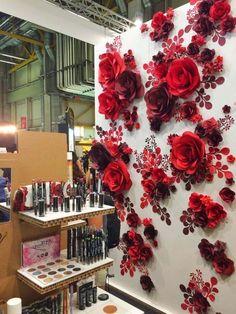 MIO GALLERY| PuroBio Cosmetics, Italy          #paperflowers #paperflowerbackdrop #paperflowerwall #giantpaperflowers #standingpaperflowers