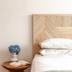 headboard in rattan - Trend Reupholster Furniture 2019 Bamboo Headboard, Leather Headboard, King Headboard, Reupholster Furniture, Headboard Designs, Futuristic Furniture, Furniture Design, Plywood Furniture, Chair Design