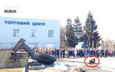 Lenin Loses His Head