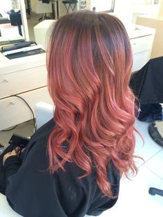 ari_hairstylista ) created this gorgeous rose gold hair colour ...