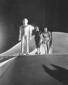 The Day the Earth Stood Still (1951) - Patricia Neal & Michael Rennie