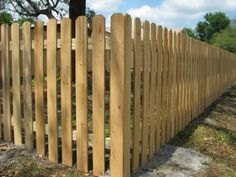 www.mossyoakfences.com fence-designs wood-fences picket-fences dog-ear-picket-fence.php