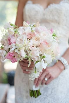 Jak dobrać kolor kwiatów do motywu przewodniego wesela?