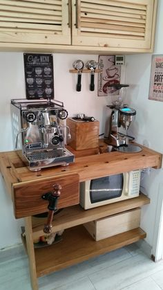 Outstanding DIY Coffee Bar Ideas for Your Cozy Home / Coffee Shop – Krisse Coffie - Home Coffee Stations Coffee Bar Design, Coffee Bar Home, Coffee Corner, Coffee Shop Bar, Home Design Diy, Café Design, Coffee Bar Station, Home Coffee Stations, Coffee Carts