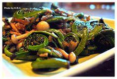 The Good Karma Kitchen: 5 Spice Fiddleheads and Bunapi Mushrooms...
