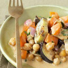 Currys sind in vielen Küchen Asiens bekannt. Durch die Kokosmilch wird die Sauce schön cremig und verleiht dem Gericht seinen unverwechselbaren exotis...