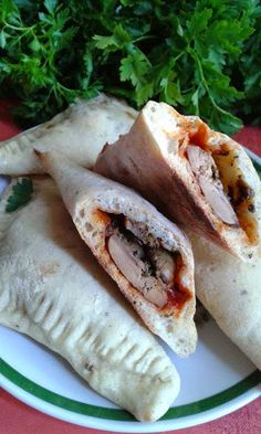 Csirkemájas pizzatáska Calzone, Tacos, Pizza, Ethnic Recipes, Food, Meal, Essen, Hoods, Meals