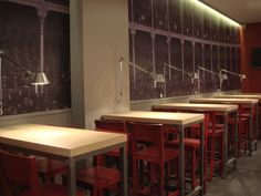 Ideas de #Contract de #Cafeteria, estilo #Eclectico diseñado por EstudioBueno Decorador con #Mesas de comedor #Lamparas #Iluminacion #Taburetes #Textiles #Madera  #CajonDeIdeas http://planreforma.com/es/