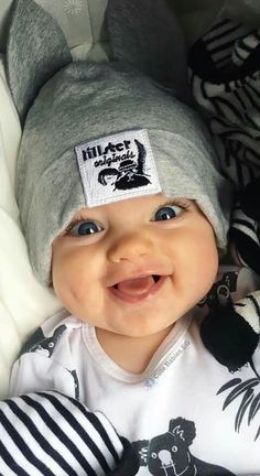 New baby face expression kids Ideas Cute Baby Boy, Baby Kostüm, Cute Little Baby, Baby Kind, Cute Baby Clothes, Little Babies, Baby Love, Chubby Babies, Mama Baby