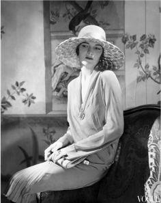 Muriel Finley in Jeanne Lanvin, photographed by Edward Steichen, 1928 Edward Steichen, 30s Fashion, Art Deco Fashion, Fashion History, Vintage Fashion, Fashion Bags, Women's History, Ladies Fashion, Fashion Trends