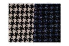 Tejido tipo chanel de pata de gallo de doble cara, cara exterior azul/negro y cara interior blanca/negra, idóneo para chaquetas tipo tweed, chaquetones, vestidos, abrigos...#chanel #lana #pata de gallo #doble cara #bicolor #azul #banco #negro #tweed #abrigos #trajechaqueta #vestidos #tejido #tejidos #textil #tela #telasseñora #telasniños #comprar #online