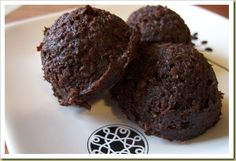Compost (Juicer Pulp) Fudge Bites Ingredients:1/2 cup flax seeds, 3 cups juicer pulp, 1/2 cup agave syrup, 6 tbsp unsweetened cacao, 1/2 tsp sea salt, 1 tsp vanilla extract, 1/4 cup water, or as needed.