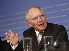 """Minister finansów Wolfgagn Schauble w rozmowie z """"Die Zeit"""" postanowił bronić polityki migracyjnej, która doszczętnie wyniszcza naród niemiecki. Nie poprzestał on jednak na argumentowaniu masowej i…"""