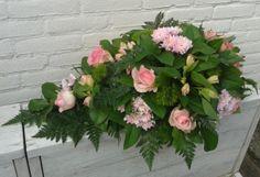 Rouwarrangement, druppel in roze