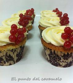 Cupcakes de champagne y grosellas rojas