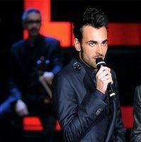 """Radio 105 -  Il cantante ha deciso di omaggiare il suo """"Esercito"""" che ha reso possibile il record di vendite del singolo """"Guerriero"""""""