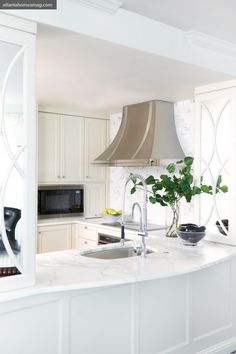 pretty hood ~fresh white kitchen Design by Robin Pittman. Cabinet and marble curve detail Kitchen And Bath, Kitchen Dining, Kitchen Decor, Kitchen Hoods, Atlanta Homes, Home Kitchens, Small Kitchens, Cabinet Doors, Cabinet Fronts