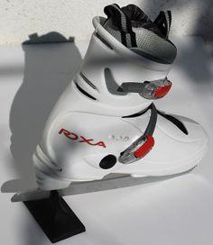 Patine reglabile Roxa copii, pentru patinaj artistic, albe cu clape | Magazin echipament sportiv. http://magazinechipamentsportiv.com/patine-roxa-cu-gheata-reglabila-ca-marime-pentru-patinaj-artistic/