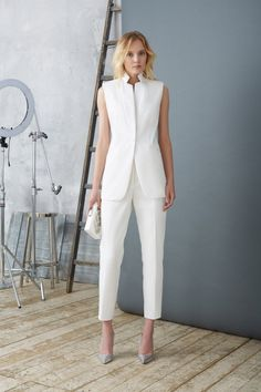 Minimalist Fashion Tips: Womens Minimal Outfits - Biseyre White Outfits, Classy Outfits, Fall Outfits, Business Outfits, Business Attire, White Fashion, Work Fashion, Fashion Tips, Fashion Trends