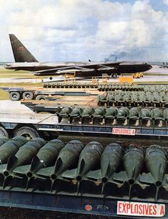 An at Andersen AFB, Guam, during Operation Linebaker II in Vietnam war. The Ordnance are bombs with 750 pounds. Vietnam History, Vietnam War Photos, Military Jets, Military Aircraft, Stealth Aircraft, Strategic Air Command, B 52 Stratofortress, North Vietnam, Guam