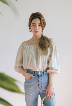 This is a fanpage of Stylenanda. all the photos belong to stylenanda. Enjoy :D Beautiful Asian Girls, Beautiful People, Byun Jungha, Korean Fashion Shorts, Best Photo Poses, Asian Celebrities, Stylenanda, Korean Model, Ulzzang Girl