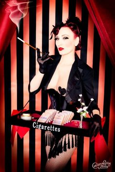 Cigarette Girl x Inspiration Vintage x Photographie Burlesque Costumes, Girl Costumes, Halloween Costumes, Nye Party, Gatsby Party, Women Smoking, Girl Smoking, Pin Up, Cabaret