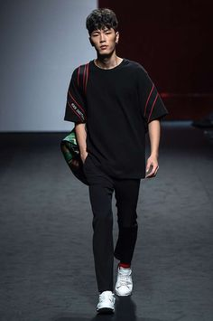 Youser Spring-Summer 2017 - Seoul Fashion Week