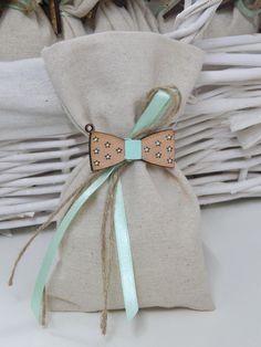 Μπομπονιέρα Βάπτισης - Χειροποίητο πουγκί με ξύλινο παπιγιόν ζωγραφισμένο στο χέρι Baptism Ideas, Sachets, Little Man, Christening, Handmade Cards, Gift Wrapping, Wraps, Reusable Tote Bags, Business