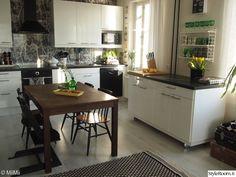 keittiö,matto,keittiön pikkutavarat,mustavalkoinen,keittiönkaapit