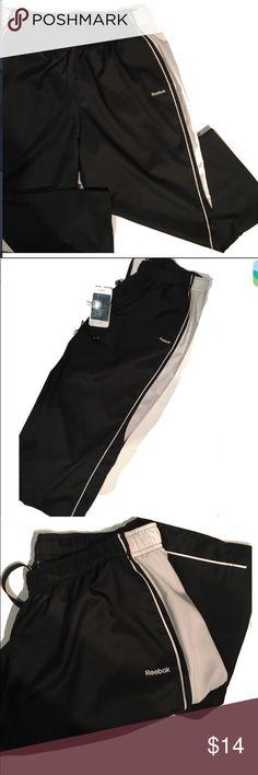 Reebok athletic black capris Black & white capris. Front pockets. Excellent condition. Reebok Pants Capris