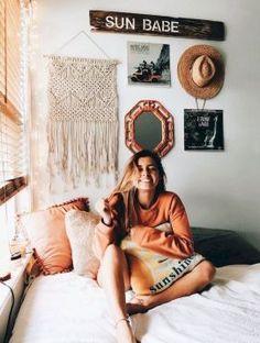 13 Cute Dorm Room Decorating Ideas on A Budget