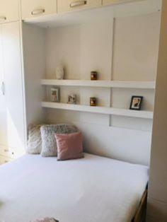 Varázslatos, szekrénybe rejthető ágyak a gyártótól: egy mozdulat a nappaliból háló lesz:-több méretben, színbem formában és kialakításban rendelhető. Bookcase, Shelves, Home Decor, Shelving, Bookcases, Shelving Units, Interior Design, Home Interiors, Shelf