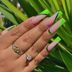 Bling Acrylic Nails, Best Acrylic Nails, Acrylic Nail Designs, Simple Stiletto Nails, Finger Art, Grunge Nails, Cuticle Oil, Birthday Nails, Nail Inspo