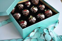Harry & David Chocolate Dipped Strawberries via @Christie Moffatt Moffatt Moffatt nolen Gourmet