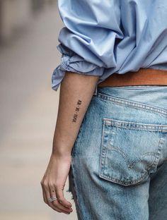 Wedding date arm tattoo roman numerals tatouage meilleure amie, tatouage ch