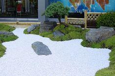 Superb Ein japanischer garten entsteht aus einer Swimmingpoolanlage Gartengestaltung im japanischen stil Umgestaltung alter swimmingpoolanlagen in natuerliche