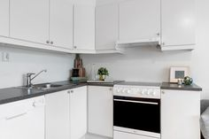 Boligstyling kjøkken Kitchen Cabinets, Home Decor, Stylus, Decoration Home, Room Decor, Cabinets, Home Interior Design, Dressers, Home Decoration