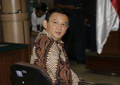 Sebagai seorang pemeluk agama Islam, saya sangat sakit hati pada Gubernur nonaktif DKI Jakarta Basuki Tjahaja Purnama atau Ahok.Pria beretnis Cina dan beragama Kristen Protestan itu seenak udelnya tel