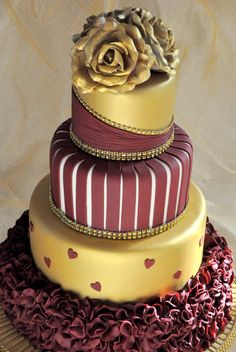 Gold And Burgundy Wedding Cake With Ruffles And Roses. This is a four tier wedding cake with gold roses and burgundy ruffles. Beautiful Wedding Cakes, Gorgeous Cakes, Amazing Cakes, Cupcakes, Cupcake Cakes, Gold And Burgundy Wedding, Maroon Wedding, Gold Wedding, Trendy Wedding