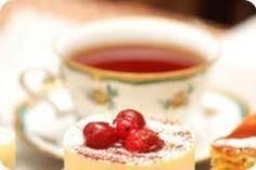 Vi serverar Eftermiddagste på söndagar mellan 20/8 och 6/10, kl. 14:00-17:00.      Vi serverar hembakade miniscones med sylt och grädde, snittar, små sandwiches och avslutar med små sötsaker. Vi har alltid gluten och laktosfria alternativ!  Välj din egen tekanna och en tesort som passar dig! Och för er som inte gillar te, finns det ekologisk kaffe, varm choklad och saft från Brunneby Musteri !