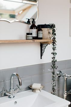 Bathroom Shelfie With Aesop Products And Trailing Ivy – Theresa& Four Bed Boho Inspired Home. Scandi Bathroom In Grey And Monochrome With Natural Textures And Lots Of Greenery. Image By Adam Crohill. Zen Bathroom, Modern Bathroom, Small Bathroom, Bathroom Ideas, Bathroom Makeovers, Bathroom Organization, Guys Bathroom, Concrete Bathroom, Minimalist Bathroom