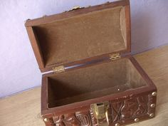 Vintage hand carved wood box with handle from von ShoponSherman