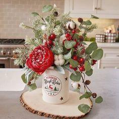 Diy Christmas Lights, Country Christmas Decorations, Rustic Christmas, Christmas Diy, Outdoor Christmas, Scandinavian Christmas, Christmas Candles, Christmas Party Centerpieces, Farmhouse Christmas Decor